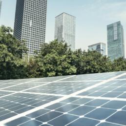 Pannelli solari in città per combattere il cambiamento climatico e ridurre le emissioni